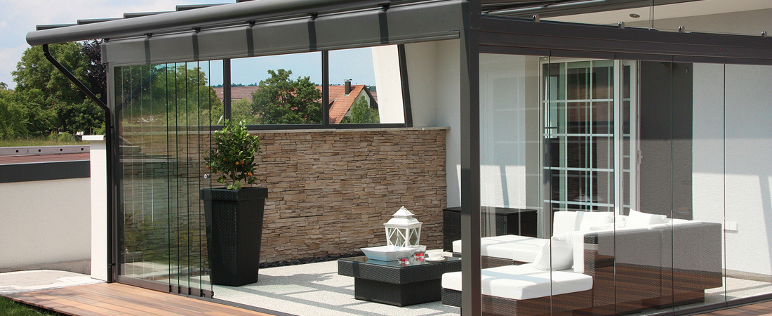sommergarten terrasse ganzglaselemente glasschiebeelemente. Black Bedroom Furniture Sets. Home Design Ideas